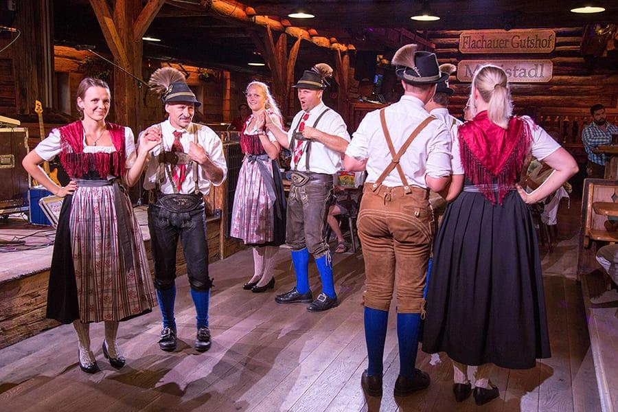 ריקודי עם מסורתיים באוסטריה