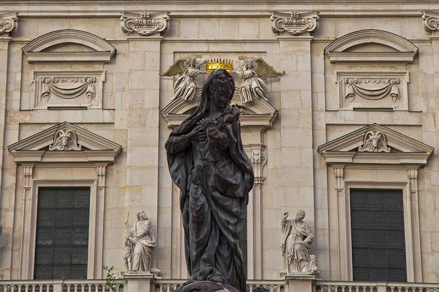 מריה וכתר הזהב