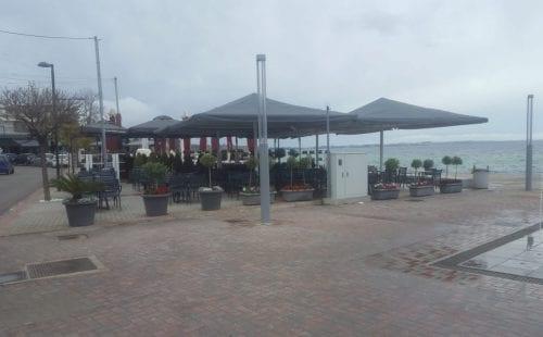 בית קפה על החוף