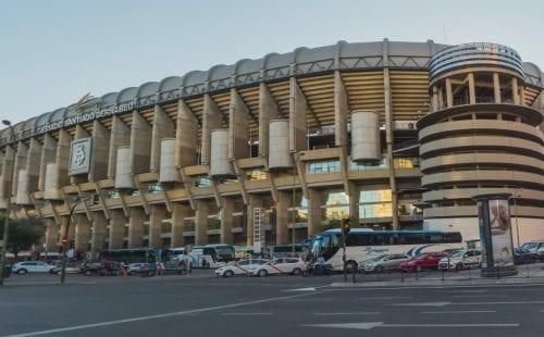 המפגש בין ענקיות הכדורגל הספרדי יתקיים באצטדיון הסנטיאגו ברנבאו במדריד. צילום: 123rf