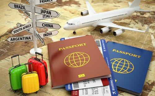 מטוס דרכון מזוודות על מפה