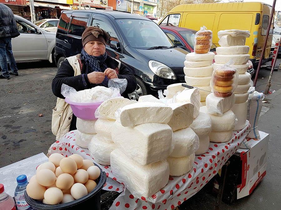 גבינות בשוק דינמו בטביליסי