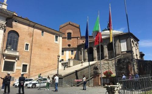 איטליה פותחת שערים