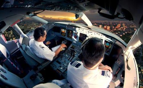 טייסים בקוקפיט