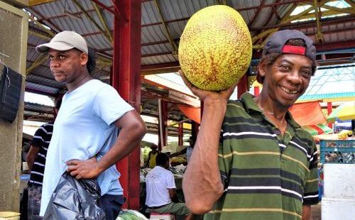 מוכר בשוק באי מאהה