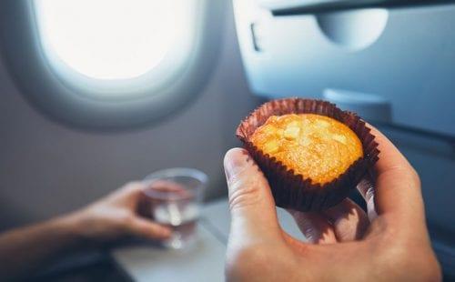 חטיפים ועוגות בטיסה