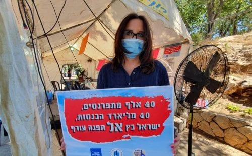 טלי לאופר באוהל המחאה של ענף התיירות