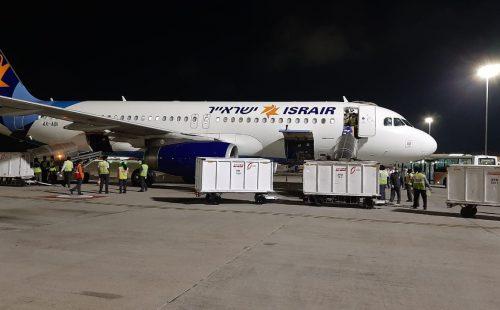 """מטוס ישראייר בבנגלור. קרדיט: יח""""צ ישראייר"""