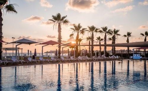 מלון חוף התמרים