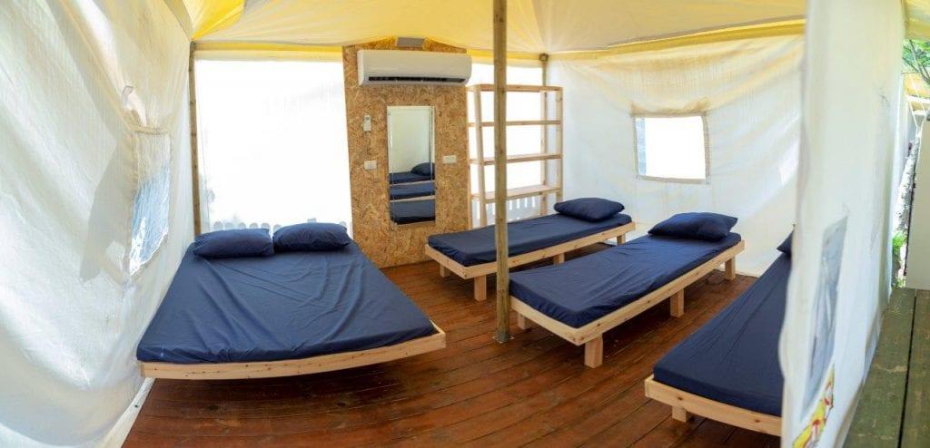 גלאמפינג כבר ניסיתם? לישון באוהל מדוגם בלי אבנים בגב