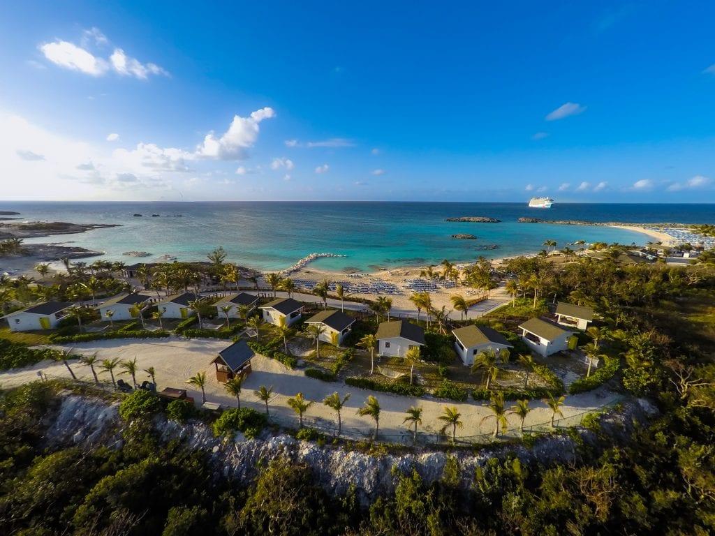 """תמונה של המגדלור באי הפרטי של נורוויג'ן קרוז ליין, גריט סטריפ קיי. קרדיט צילום: יח""""צ"""