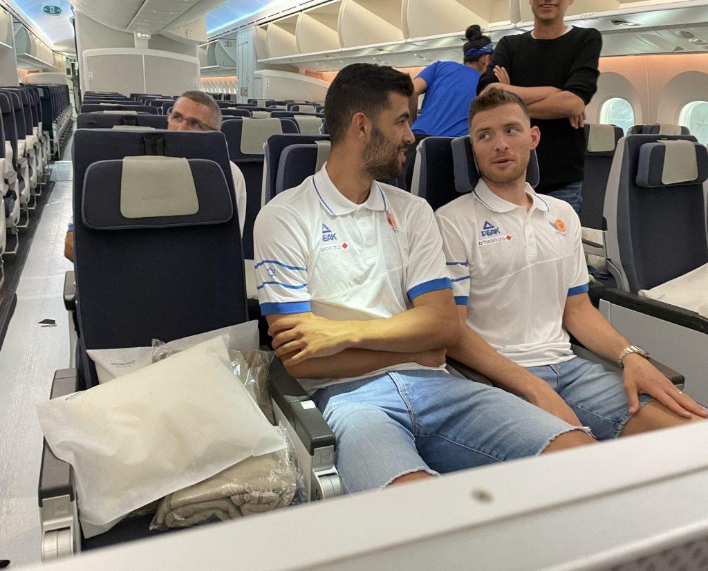 גל מקל ותומר גינת, שחקני נבחרת ישראל בכדורסל