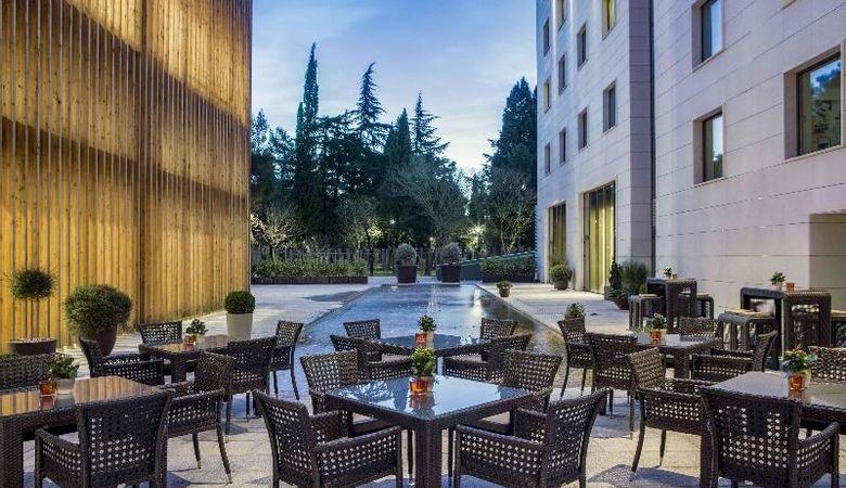 מלון Hilton Podgorica בפודגוריצה, בירת מונטנגרו, הכולל גם קזינו.