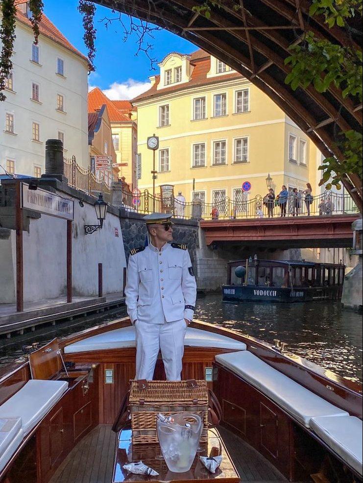 הסירה הפרטית של מלון פור סיזנס