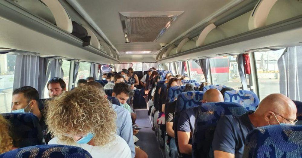 הבוקר באוטובוס מהטרמינל למטוס. צילום: ספיר פרץ זילברמן