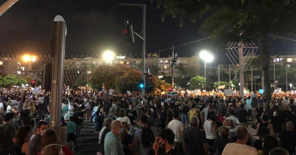 מפגינים כיכר. צילום: פספורטניוז
