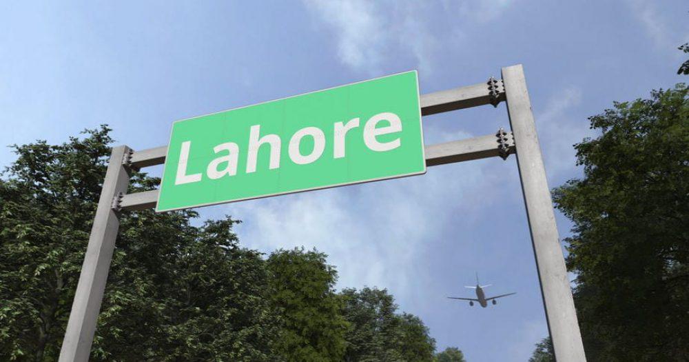 מטוס פקיסטני ועליו 108 נוסעים התרסק