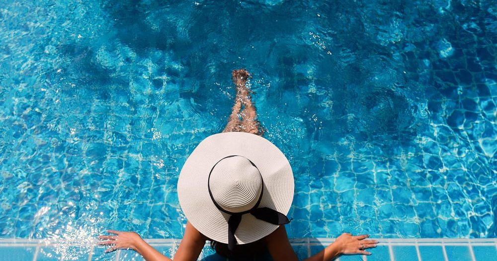 פגישה מכרעת לגבי פתיחת הבריכות במלונות
